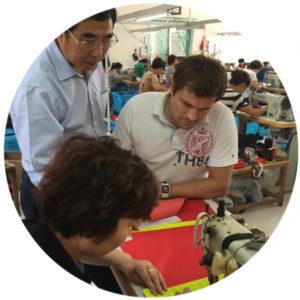 Mitarbeiter und Produzenten in der Firma im chinesischen Tonglu