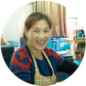 Foto einer Mitarbeiterin im Betrieb Tonglu